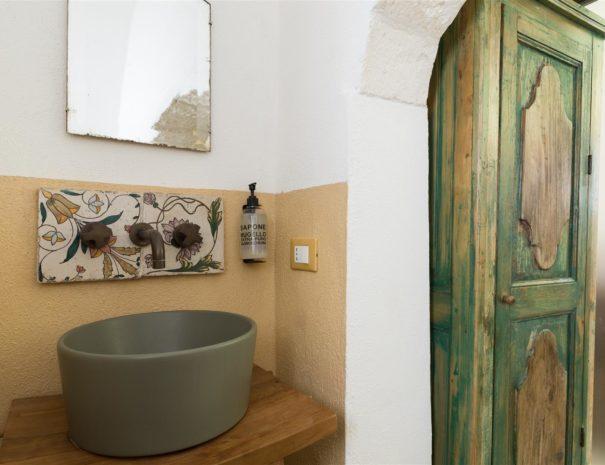 Chianca Antica bathroom